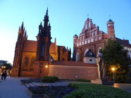 Kościół św. Anny nocą