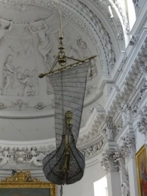 Żyrandol w Kościele św. Piotra i Pawła w Wilnie