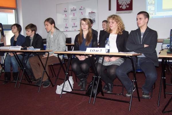 Uczniowie III LO na debacie w Gimnazjum Szkół Misjonarek Św. Rodziny im. Bł. B. Lament w Białymstoku