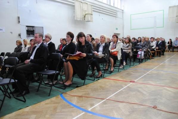 Rodzice uczniów klas pierwszych podczas spotkania z Panią Dyrektor