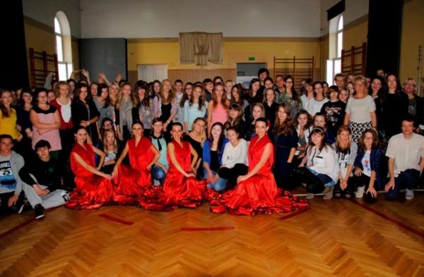 Zespół flamenco Rada Dance Art oraz młodzież z klas dwujęzycznych