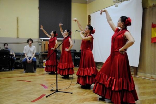 Zespół flamenco Rada Dance Art oraz grający na instrumencie perkusyjnym (cajón) Zbigniew Rusiłowicz