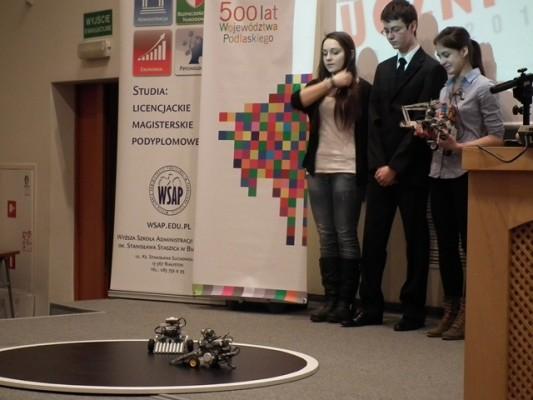 """Grupa """"Jeźdźcy Apokalipsy"""" prezentuje stworzone i zaprogramowane przez siebie roboty"""