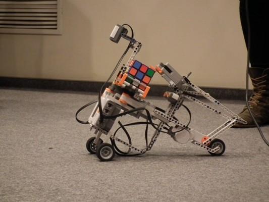 Robot do układania kostki Rubika