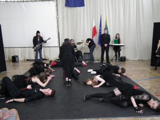 Musical na podstawie tekstów Juliana Tuwima w wykonaniu uczniów VII LO w Białymstoku