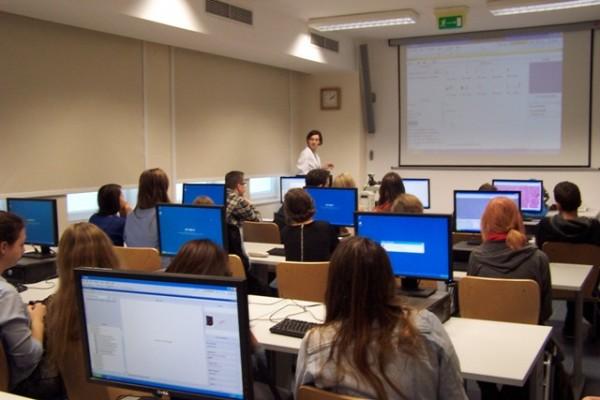 Uczniowie III LO poznają program multimedialny z użyciem zeskanowanych preparatów histologicznych
