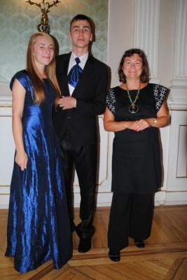 Weronika Żochowska, Dawid Sieńko, ucz. kl. III f oraz wychowawczyni Maryla Boćkowska
