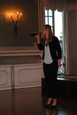 Elżbieta Zajko, ucz. I LO w Białymstoku zaśpiewała piosenkę z repertuaru Łucji Prus