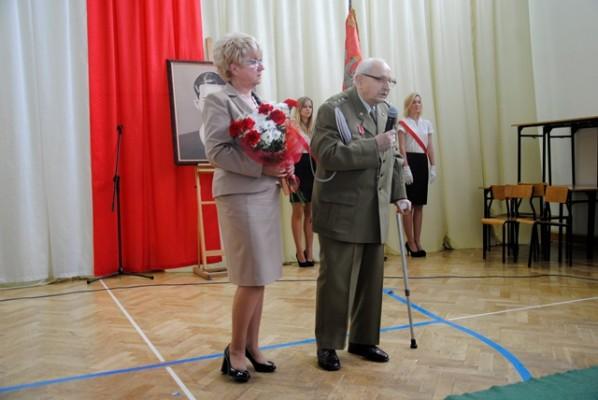 Pani Dyrektor Małgorzata Górniak oraz Pan Jan Żądło – fundator Nagrody Dobrego Polaka