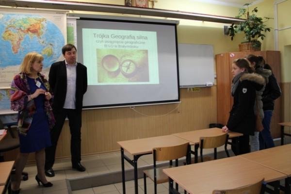 Pani Joanna Kamocka i Pan Grzegorz Dąbrowski – nauczyciele geografii w III LO