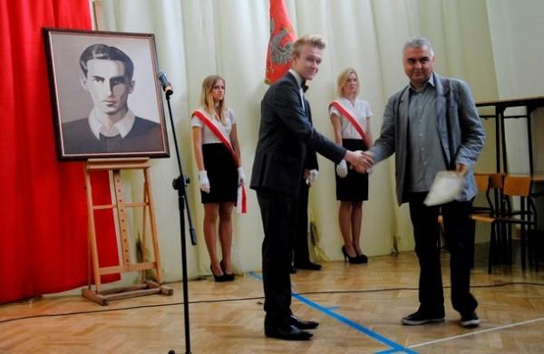 """Pan Leszek Jawor otrzymał dyplom w kategorii """"Nauczyciel od trudnych spraw"""""""