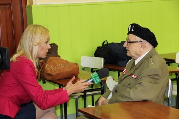 Pan Jan Żądło udziela wywiadu reporterce TVP Białystok p. Marcie Kapturek-Bozik