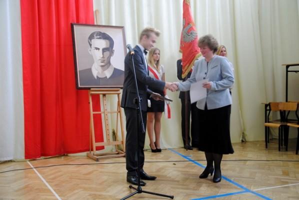 """Pani Małgorzata Kulikowska otrzymała dyplom w kategorii """"Nauczyciel przyciągający uwagę"""""""
