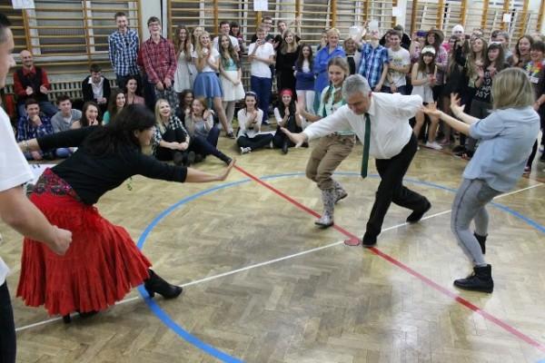 Wychowawcy klas w finałowej konkurencji tanecznej