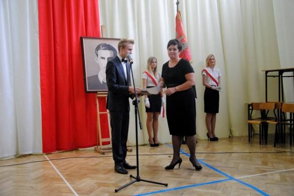 """Pani Anna Siemienkowicz otrzymała dyplom w kategorii """"Nauczyciel na dobre i na złe"""""""