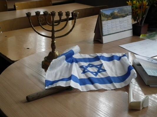 Menora i flaga Izraela