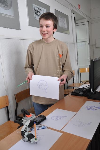 Prezentacja możliwości robota rysującego podobizny