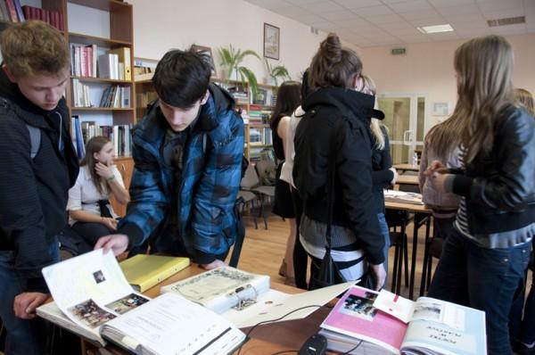 Czytelnia z centrum multimedialnym cieszyła się dużym zainteresowaniem wśród gimnazjalistów