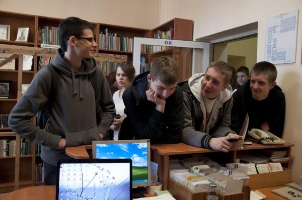 Bibliotekę III LO odwiedziło wielu gimnazjalistów