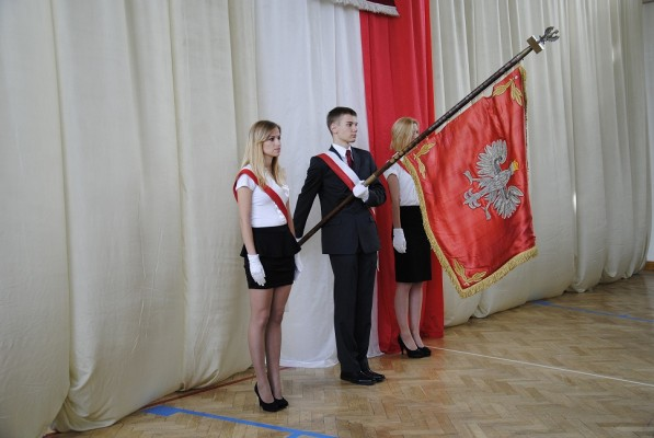Poczet sztandarowy III Liceum Ogólnokształcącego im. K.K. Baczyńskiego w Białymstoku