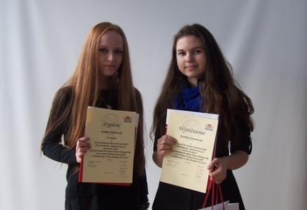 Paulina Dąbrowska i Karolina Jaworowska, ucz. kl. II a