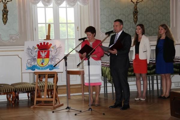 Uroczystość prowadzili p. Lucja Orzechowska – zastępca Dyrektora Departamentu Edukacji oraz p. Wojciech Janowicz - Dyrektora Departamentu Edukacji