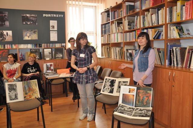 Patrycja Goworko, Alicja Siemieniako i Ada Świątkowska zachęcały gimnazjalistów do zainteresowania się historią sztuki