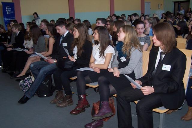 Uczniowie kl. I a jako delegaci Europejskiego Parlamentu Młodzieży