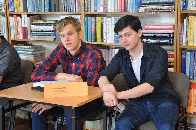 Uczniowie III LO prezentują sukcesy z przedsiębiorczości