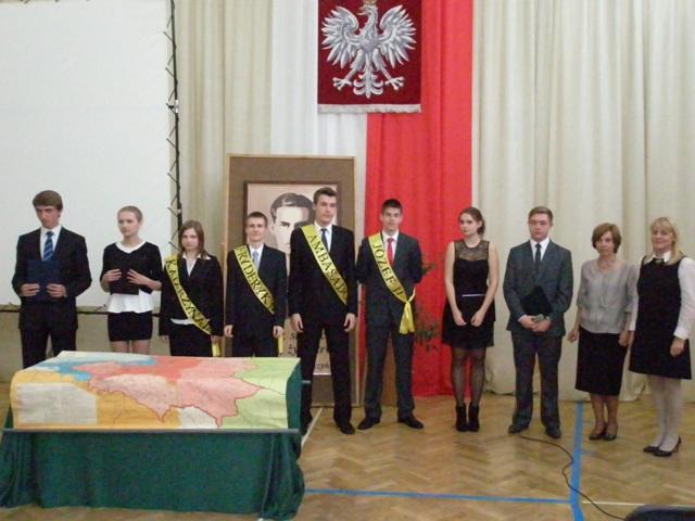 Pani Joanna Radziwońska i Małgorzata Tomaszewska z uczniami z klasy II b