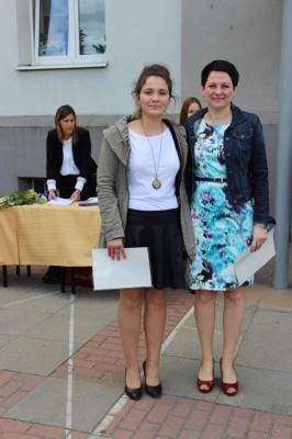 Uczennica kl. I b, która otrzymała świadectwo z wyróżnieniem oraz wychowawczyni klasy p. Beata Parciak