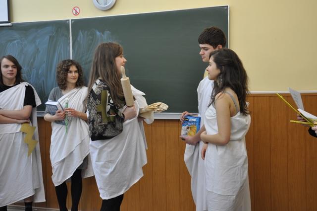 Uczniowie kl. I a jako starożytni trojanie