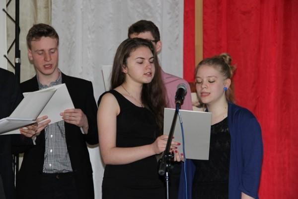 Karolina Jaworowska, kl. III a i Karolina Prusiel, kl. II a
