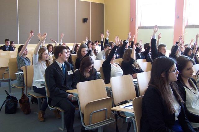 Głosowanie delegatów Europejskiego Parlamentu Młodzieży