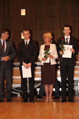 Adam Rzeńca, ucz. kl. II c oraz Pani Dyrektor Małgorzata Górniak