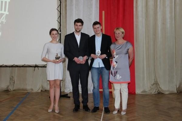 P. Urszula Jaworska, Monika Andruszkiewicz III i, Rafał Perkowski III b i Marek Twarowski III g