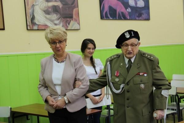 Pani Dyrektor Małgorzata Górniak oraz Pan Jan Żądło - Fundator Nagrody Dobrego Polaka