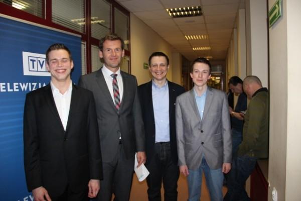 Michał Trembowski, II b, Mateusz Kusznierewicz, Marek Dudzicz – nauczyciel informatyki i Rafał Niewiński, II b