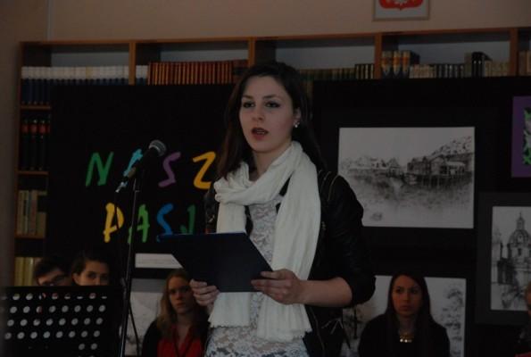 Diana Błażewicz prezentuje swój utwór Ten inny brzeg