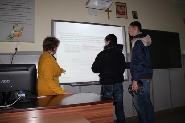 Próba zbilansowania budżetu rodzinnego przy pomocy tablicy interaktywnej