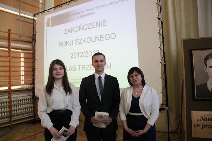 Pani Barbara Majewska, Kacper Zubrzycki z klasy III d i Agnieszka Gaca z klasy III a