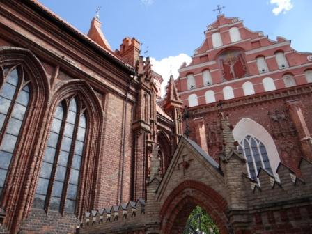 Kościół św. Anny i bernardynów w Wilnie- najbliżej stojące obok siebie kościoły w Europie