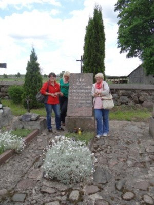 Przy grobie Maryli Wereszczakównej