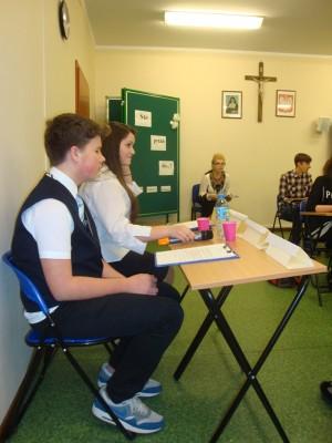 Pytania zadawali Justyna i Filip, uczniowie Gimnazjum Sióstr Misjonarek Św. Rodziny