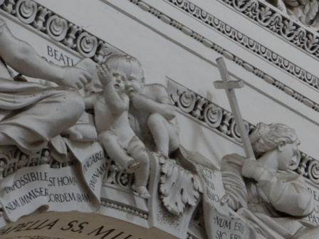 Stiukowe detale w Kościele św. Piotra i Pawła