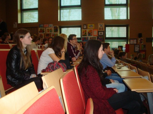 Uczniowie podczas dyskusji