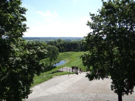Widok na pagórki nowogródzkie z kopca A.Mickiewicza