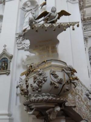 Ambona w kościele św. Piotra i Pawła